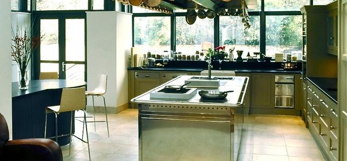 Gordon ramsay personal kitchen images for Gordon ramsay home kitchen